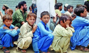 N._Waziristan_IDPs_children_and_others_waiting_for_rations